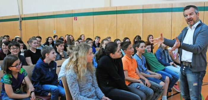 Berühmter Gedächtnistrainer zeigt Hermeskeiler Schülern Denk-Tricks