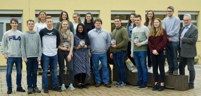 Lernen vom Profi: Abiturienten des Hermeskeiler Gymnasiums treffen den Autor Michael Vieten